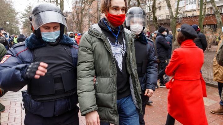 Суд отменил штраф ростовскому журналисту, задержанному на акции сторонников Навального