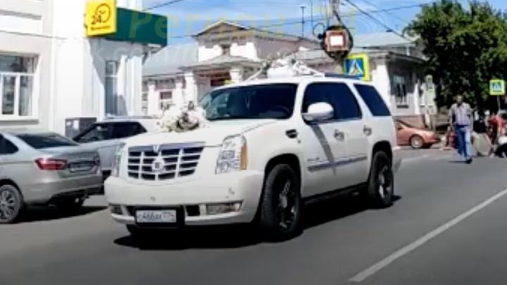 Свадебный Cadillac в Челябинской области сбил на переходе детей