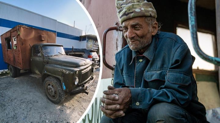 Дяде Толе из Магадана, который едет на родину в Донецк, купили новый автомобиль