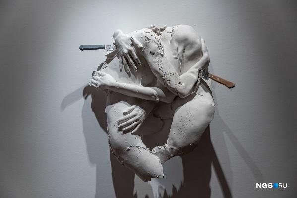 В Центре культуры ЦК19 открылась выставка известной новосибирской художницы Маяны Насыбулловой «Фаза: переход»