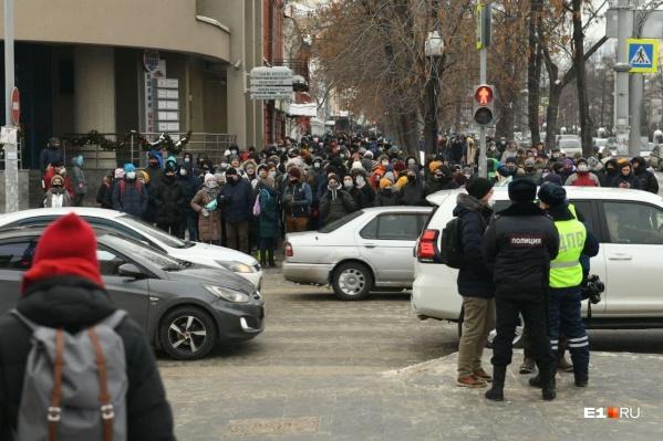 Протестующие соблюдают ПДД
