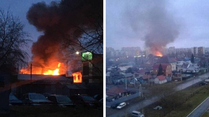 В Октябрьском районе загорелись частные дома— что говорят в МЧС