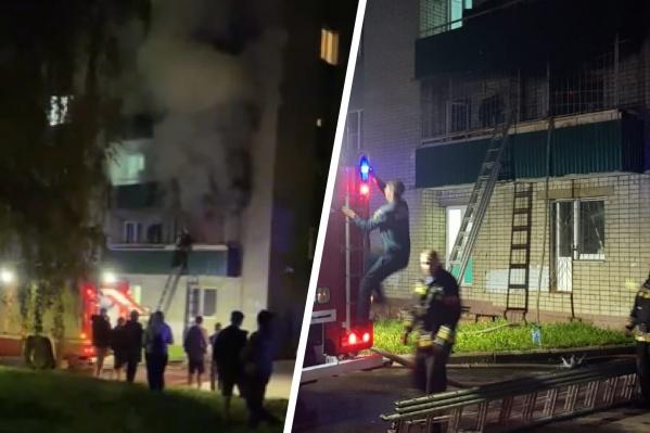 Пожарные вывели из здания почти 400 человек