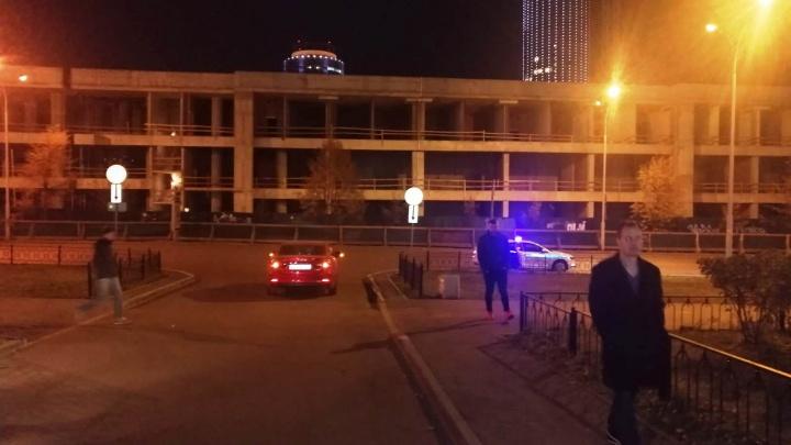 В Верх-Исетском районе Mazda сбила мальчика на самокате. Ребенка увезла скорая