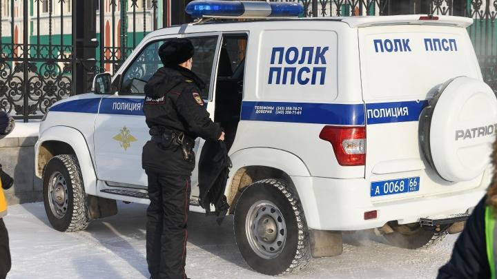В Екатеринбурге за взятку задержали троих сотрудников ППС