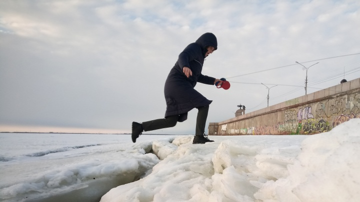 В Архангельске закроют три пешеходные переправы. Публикуем расписание буксиров