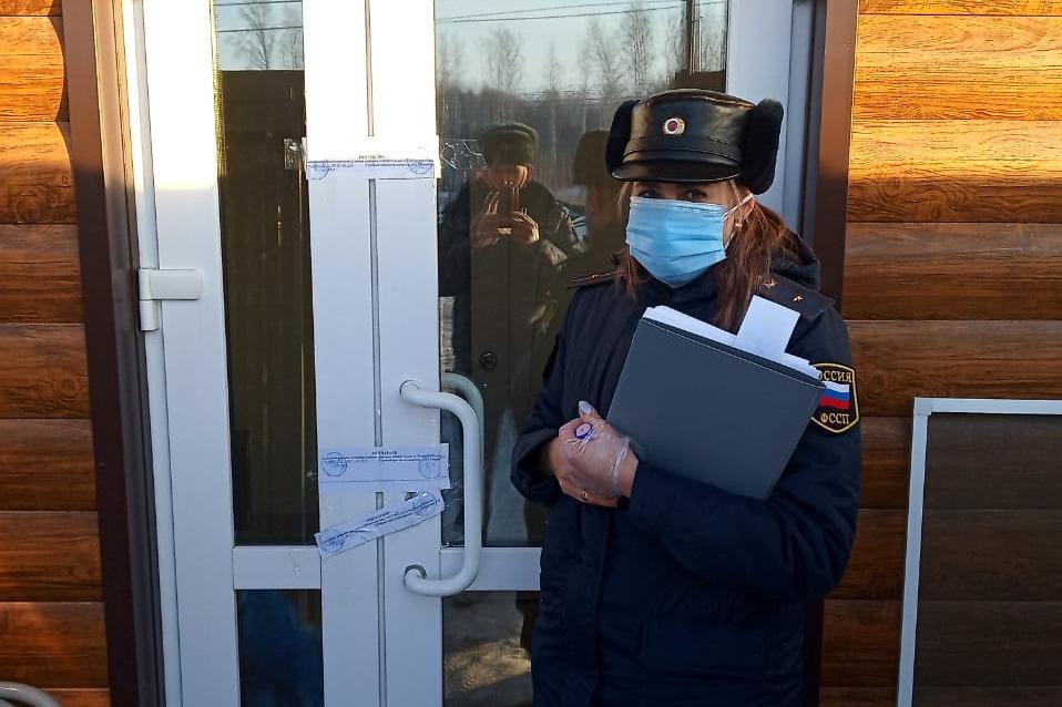 Всех постояльцев пансионата отправили по домам, двери учреждения опечатали на полтора месяца