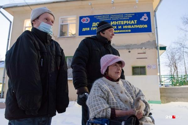 Люди, оказавшиеся в доме-интернате Северодвинска, пытаются сделать свою жизнь комфортнее