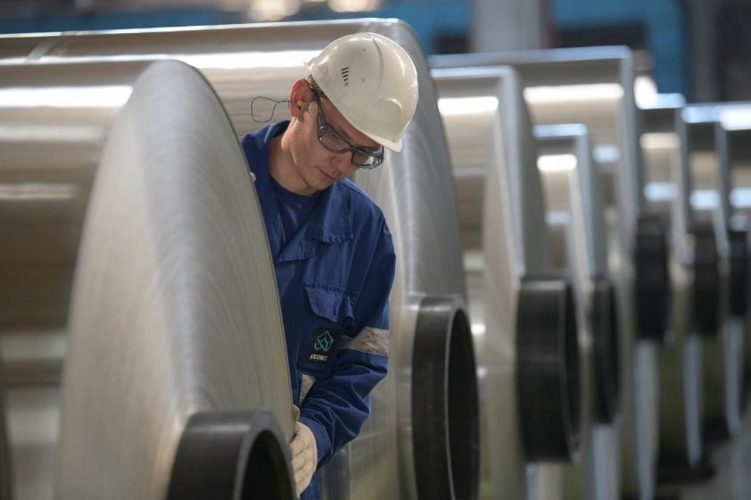 Инвестиции в «Арконик СМЗ» в этом году составят 7–10 миллионов долларов. Средства пойдут на несколько направлений, прежде всего в проекты, связанные с развитием прокатного производства. Рост спроса на алюминиевую баночную ленту для упаковки напитков помог предприятию достичь рекордных объемов производства в 2020 году, превысив результат предыдущего периода на 7%