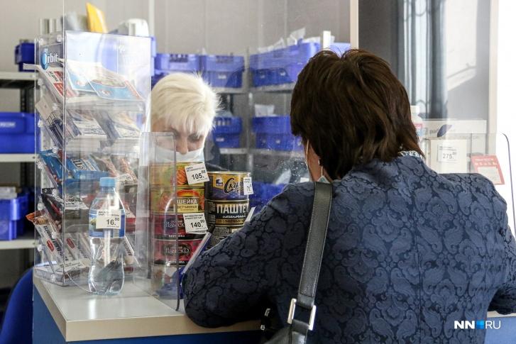 Даже в главном отделении дзержинской почты можно купить  товары народного потребления