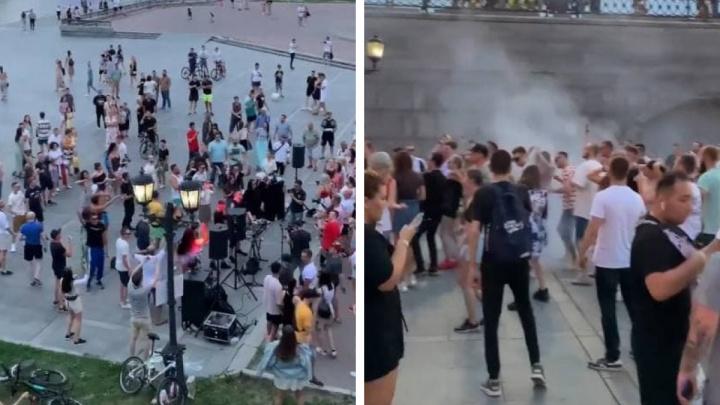 Диджеи устроили шумную вечеринку в Историческом сквере Екатеринбурга: видео