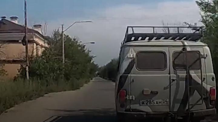 В Волжском пьяный водитель без документов пытался сбежать от полицейских на «буханке»