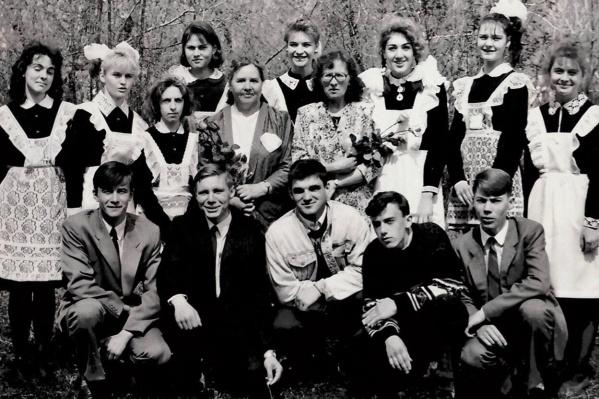 Оксана Фадина (она в центре, в верхнем ряду) — новичок в «Одноклассниках». Ей только предстоит обучиться всем особенностям этой соцсети