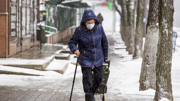 Пожилых людей оставят на самоизоляции надолго: в Ярославской области обновили ковид-ограничения