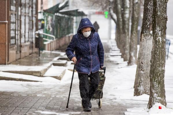 Работающих пенсионеров снова оставили дома