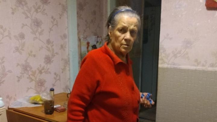 Хромает на обе ноги: под Екатеринбургом ищут бабушку, которая приехала на лечение из Пермского края