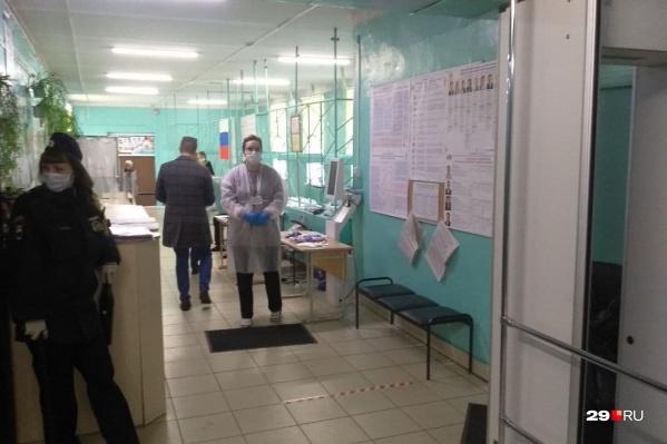 Мужчины, которые заявили, что им пообещали по 500 рублей, заявились на 129 УИК