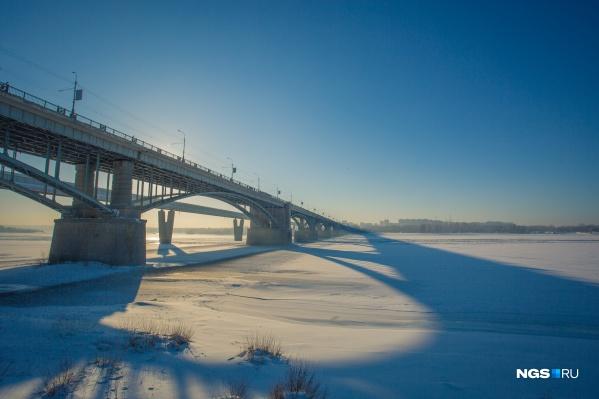 На мосту отремонтируют дорогу, опоры и ограждения
