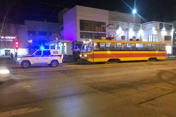 На место инцидента приехали наряд патрульно-постовой службы и пожарная машина