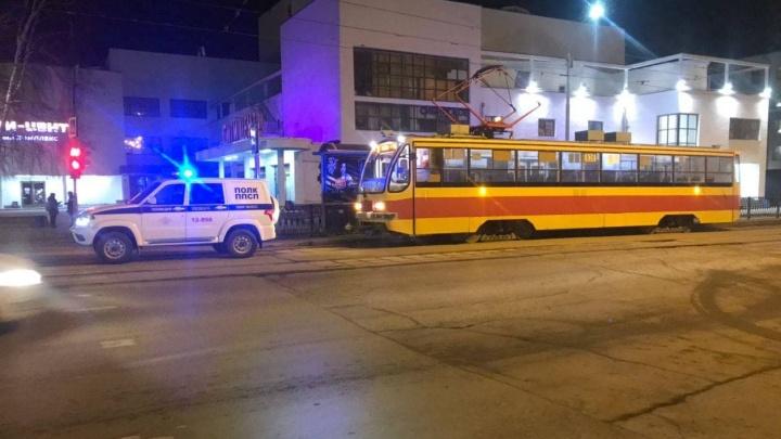 «Приехала полиция и пожарные»: в центре Екатеринбурга силовики устроили обыск в трамвае