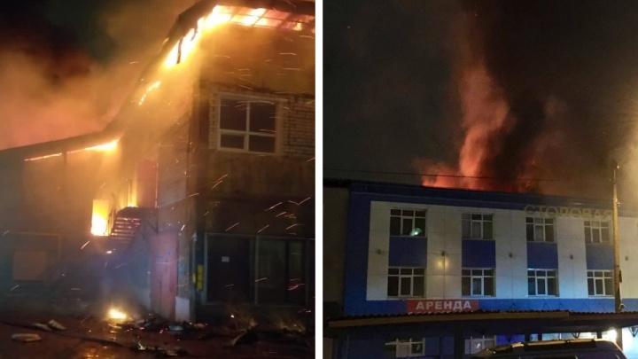 «Там всё плохо, всё сгорело». Пожар на заводе в Рыбинске: фото, видео, подробности ЧП