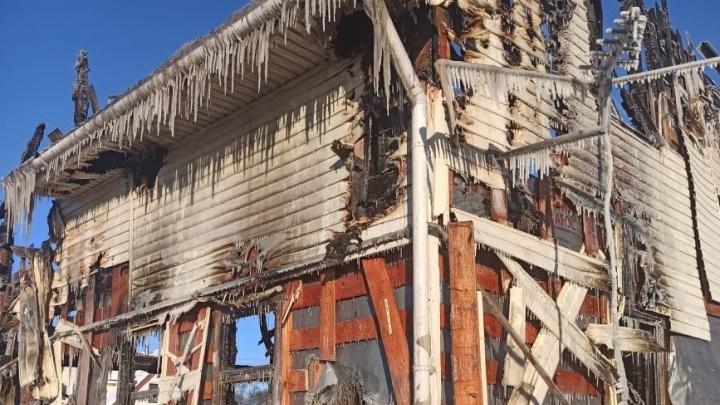 «Схватила детей и выбежала»: многодетная мать, лишившаяся дома из-за пожара, рассказала, как всё было