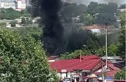 Черный дым затянул квартал у Северного автовокзала
