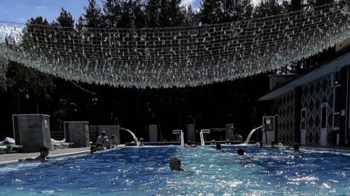 В Реже уберут трубу, по которой из «Баден-Бадена» сливали воду из бассейнов в местный пруд