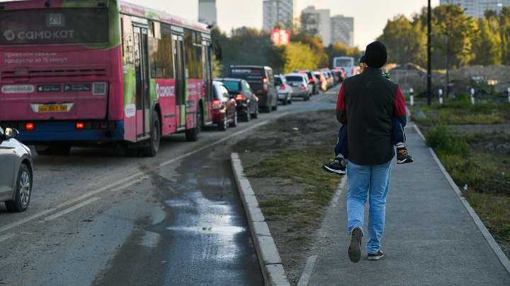 Городской идиотизм: как мы час выбирались с Широкой Речки пешком, несмотря на пустые автобусы