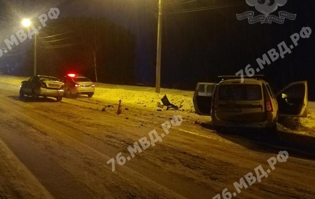 «Человек, похоже, неживой»: в Ярославле на Тормозном шоссе произошло серьезное ДТП. Видео