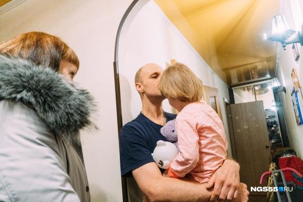 Мужчина уверен, что в состоянии и дальше воспитывать дочку самостоятельно