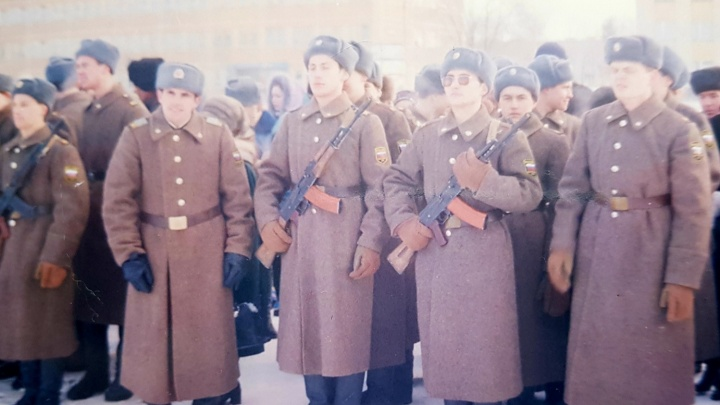 С 23 Февраля! Мы собрали коллекцию армейских фото и байки екатеринбуржцев