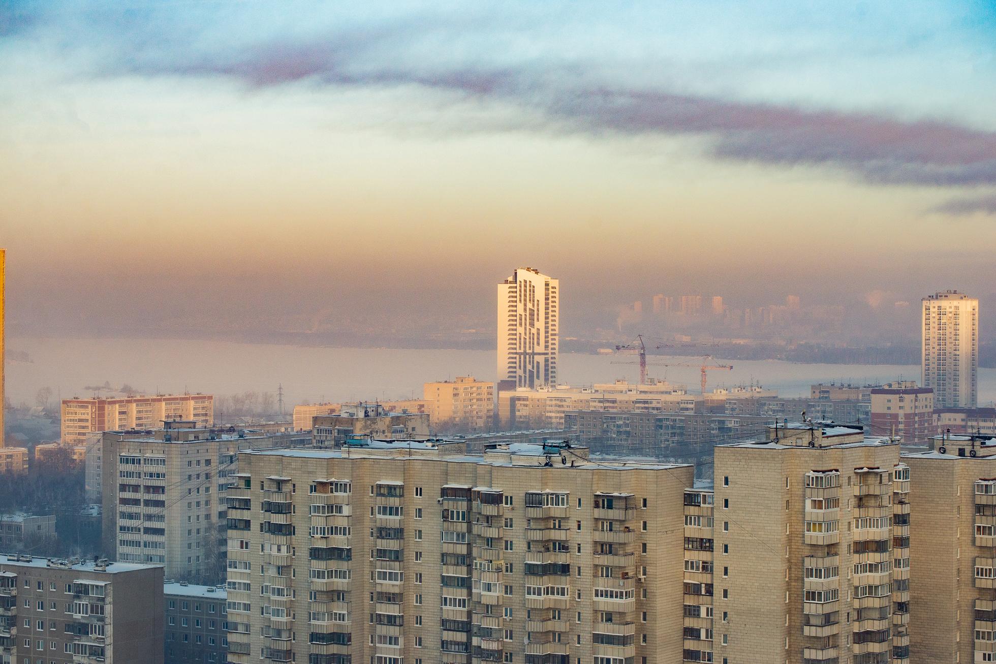 Морозный туман делает вид из окна просто сказочным