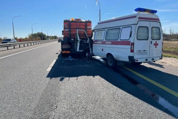Водитель автомобиля скорой помощи не выдержал безопасную дистанцию