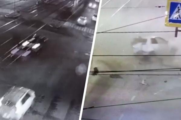 На улице Малышева столкнулись три автомобиля