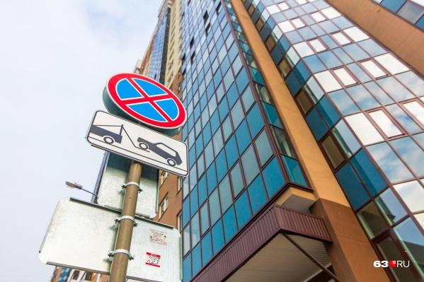 Припарковаться жильцам новых ЖК бывает порой очень трудно