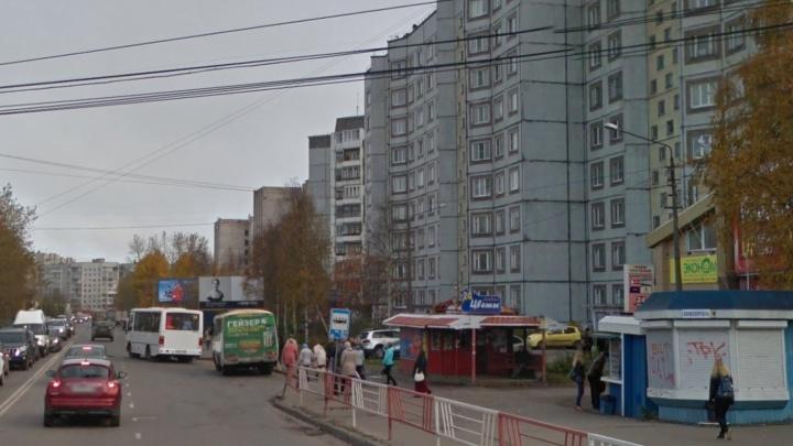 Сам пришел за помощью: в Архангельске работники УК нашли выпавшего из окна ребенка