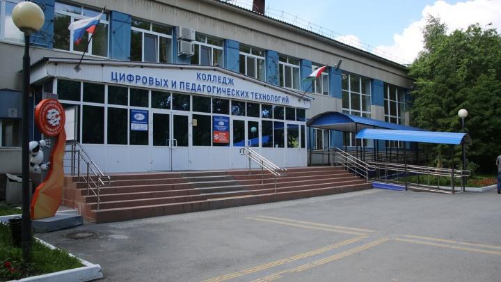 Студенты тюменского колледжа пожаловались, что их заставляют прививаться от коронавируса
