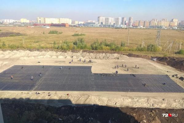 Тюменцы заметили, что место для строительства уже подготавливают