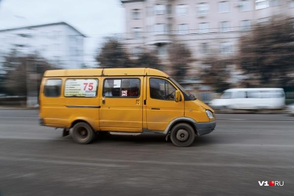 Маршрут № 75 связывал улицы Ткачёва и Хорошева