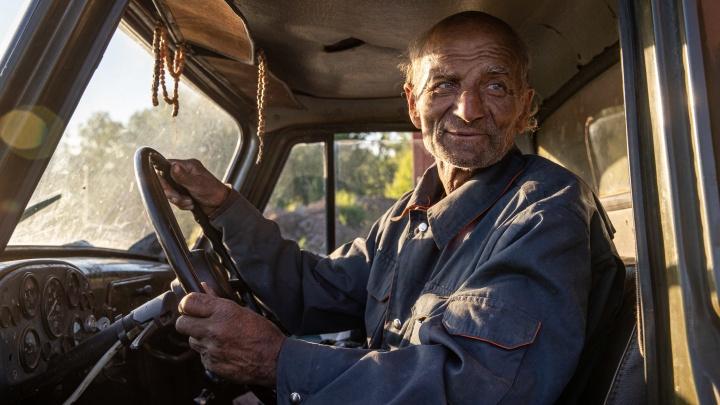 Дядя Толя из Магадана спешно покинул Новосибирск и попал в аварию на грузовике, который для него купил блогер