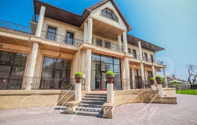 Дворец по-ростовски: особняк на Западном попал в подборку роскошных домов