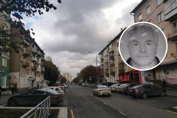 Мужчина вышел из дома на улице Полины Осипенко