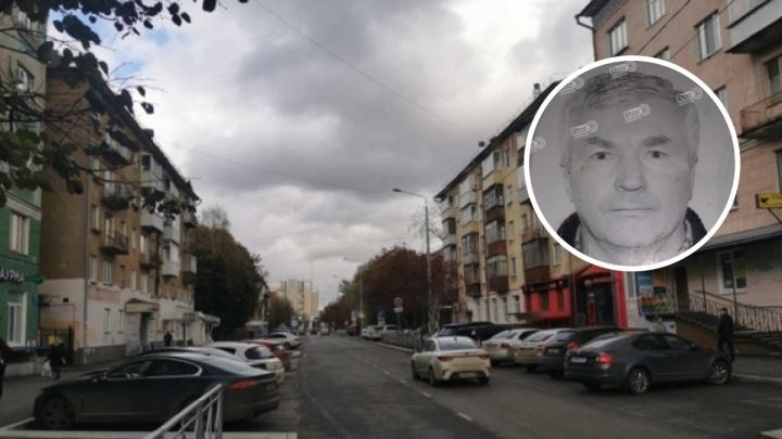 Пенсионера с деменцией, чью машину обнаружили брошенной на трассе в Прикамье четыре дня назад, нашли живым