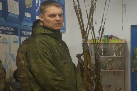 Олег с юных лет занимался парашютным спортом, был инструктором в прыжках в тандеме
