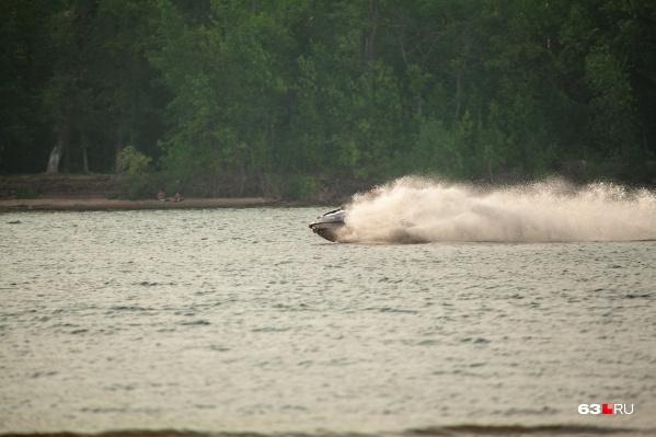 По информации представителей МЧС, водители гидроциклов не всегда соблюдают на воде скоростной режим, это часто и проводит к происшествиям