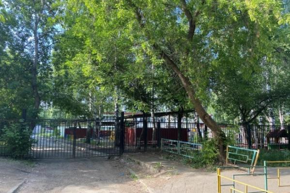 Дорожка, за которую бьется председатель ТСЖ, упирается в детский сад