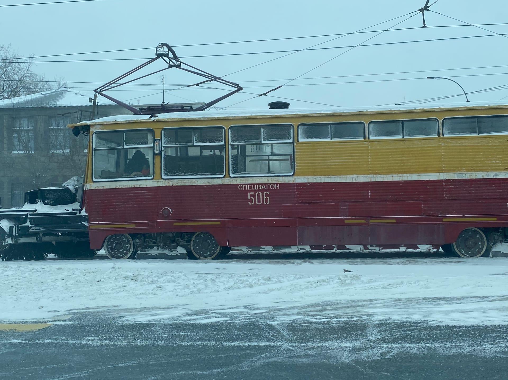 Парк «ЧелябГЭТ» оказался не готов к метели: 5 «спецвагонов не хватает, чтобы расчистить пути и восстановить движение трамваев»