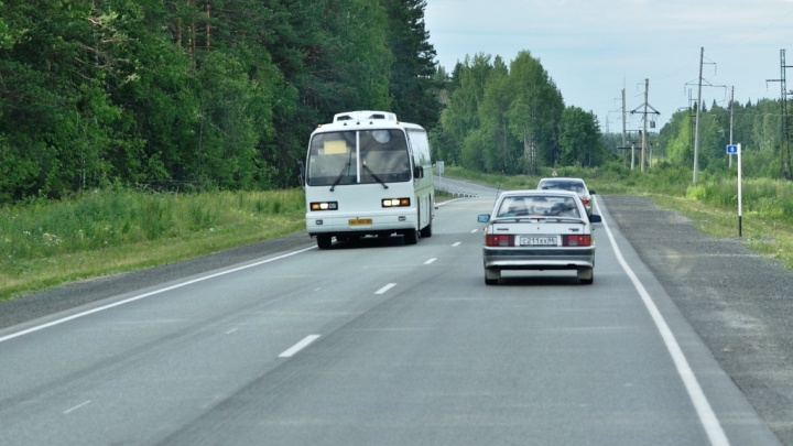 ГИБДД попросила екатеринбургских водителей не ездить далеко в жару