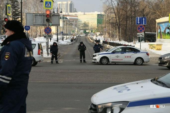 На основных перекрестках в центре дежурила полиция